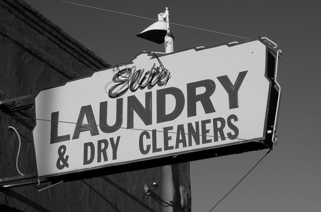 L'insegna di una lavanderia di Gallup, New Mexico