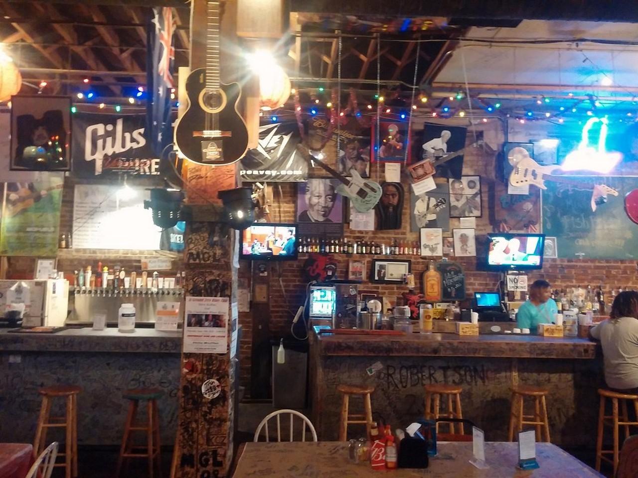 Gli interni del Ground Zero Blues Club