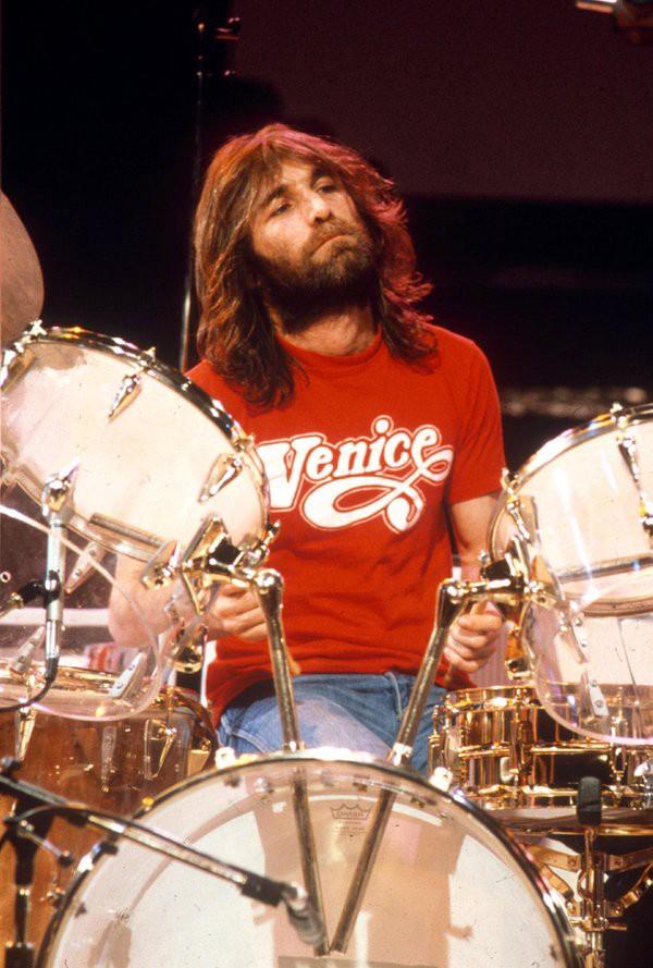 Dennis Wilson alla batteria