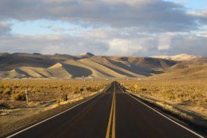 """""""Loneliest road of America"""": in Nevada, lungo la solitaria Route 50."""