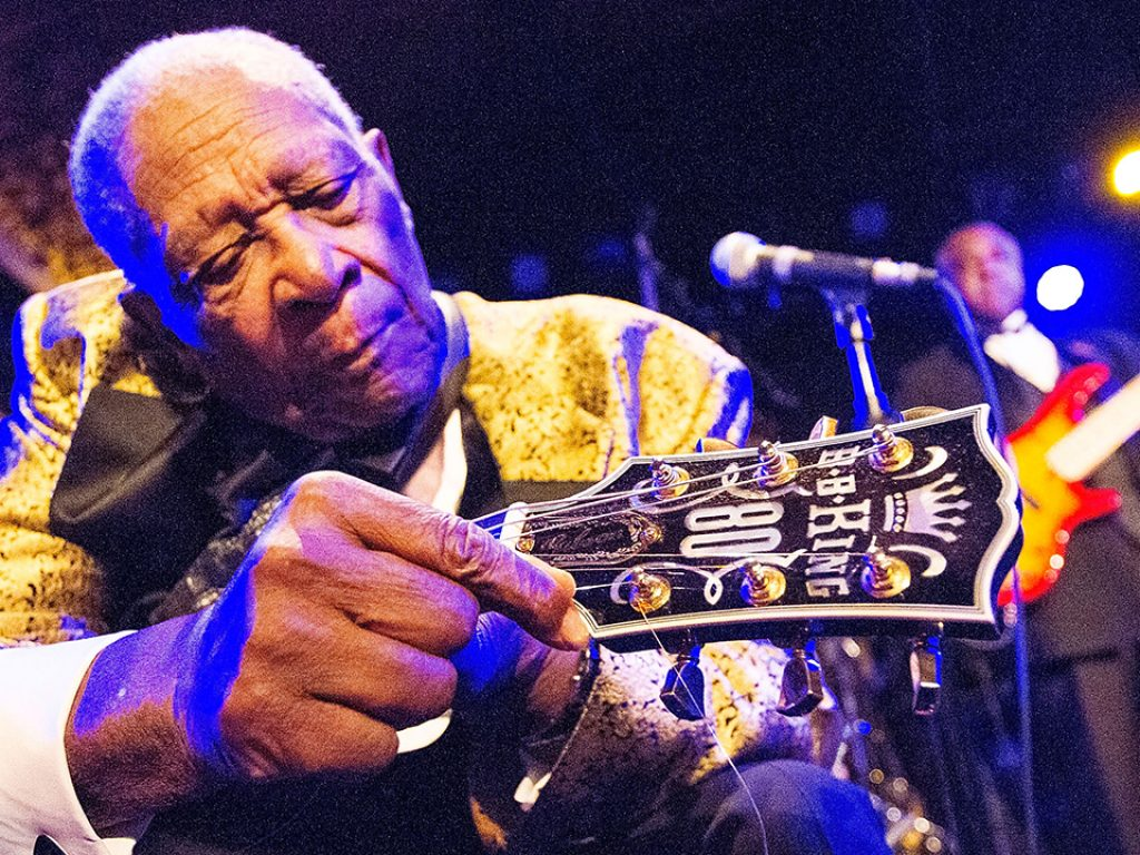 SOLANA BEACH, CA - DECEMBER 03:  B.B. King performs onstage at Belly Up Tavern on December 3, 2013 in Solana Beach, California.  (Photo by Daniel Knighton/Getty Images)